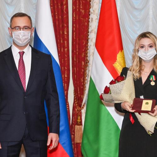 Владислав Шапша вручил государственные награды калужским врачам